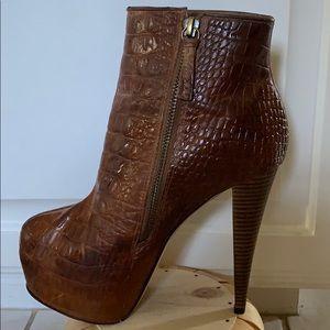 ALICE & OLIVIA Leather croc booties❤️